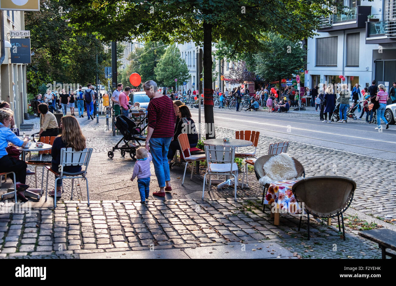 Berlin Veteranenstrasse Street Party - Veteran Street Fest - alfresco food stalls and flea market in traffic-free - Stock Image