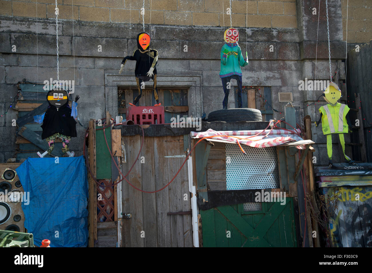Dismaland, Bemusement Park, organized by Banksy . Fly tip theatre, puppets made from rubbish, by Paul Insect and - Stock Image