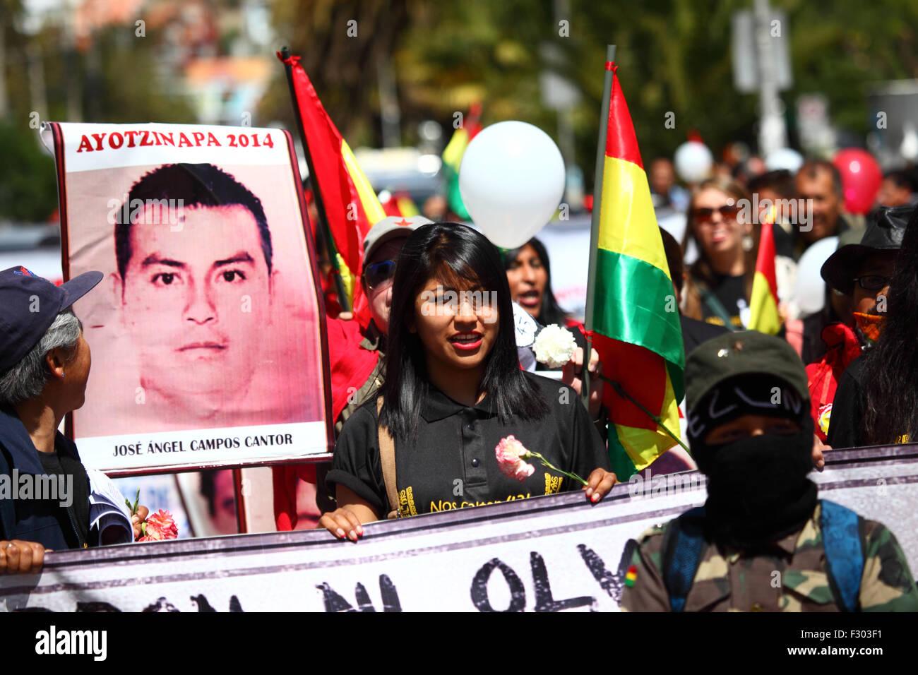 La Paz, Bolivia, 26th September 2015. Evaliz Morales (centre, daughter of Bolivian president Evo Morales) leads - Stock Image