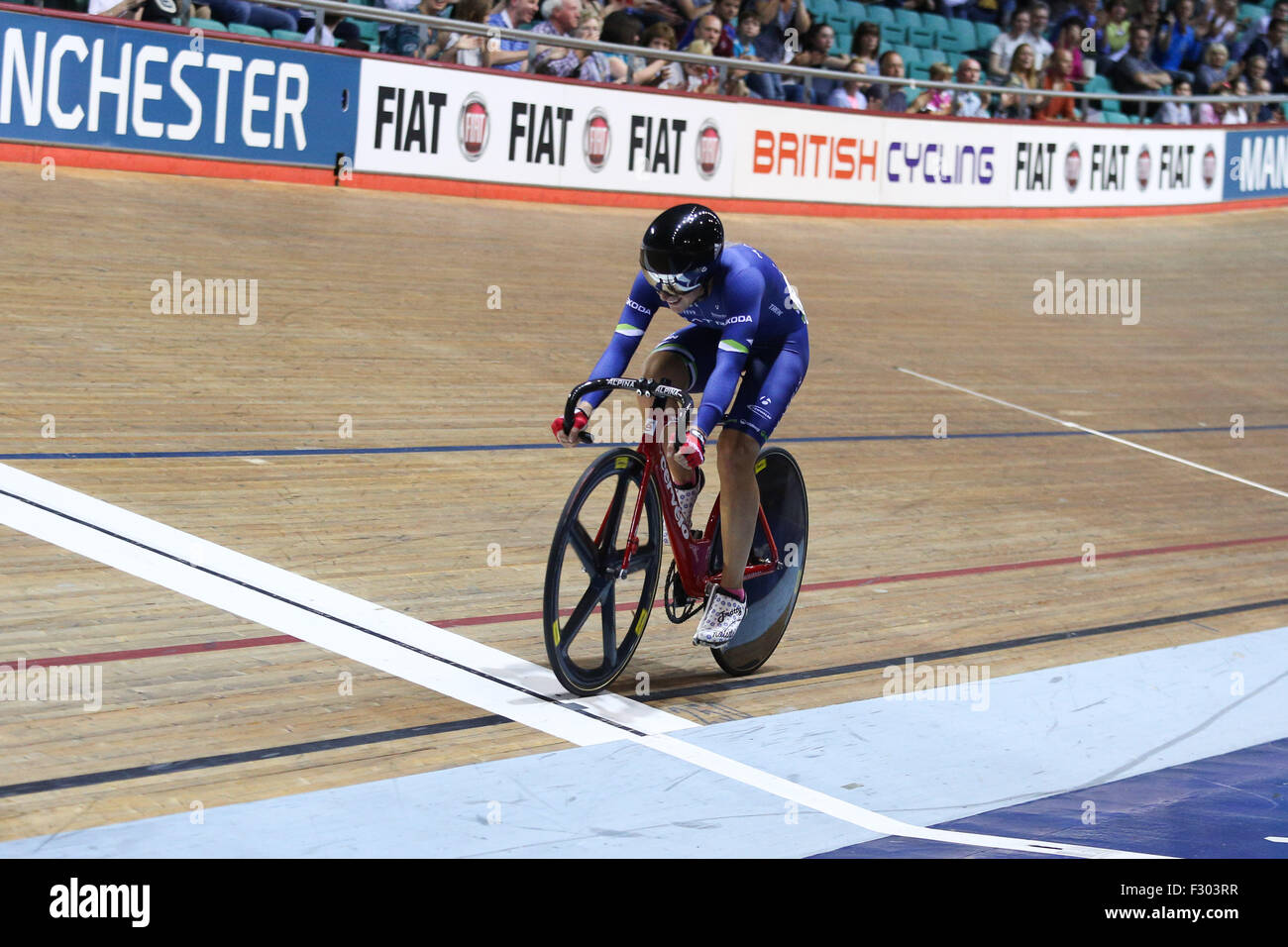 Manchester, UK, 26th Sep, 2015. Laura Trott crosses the line to win the final of the Women's Scratch at the 2015 Stock Photo