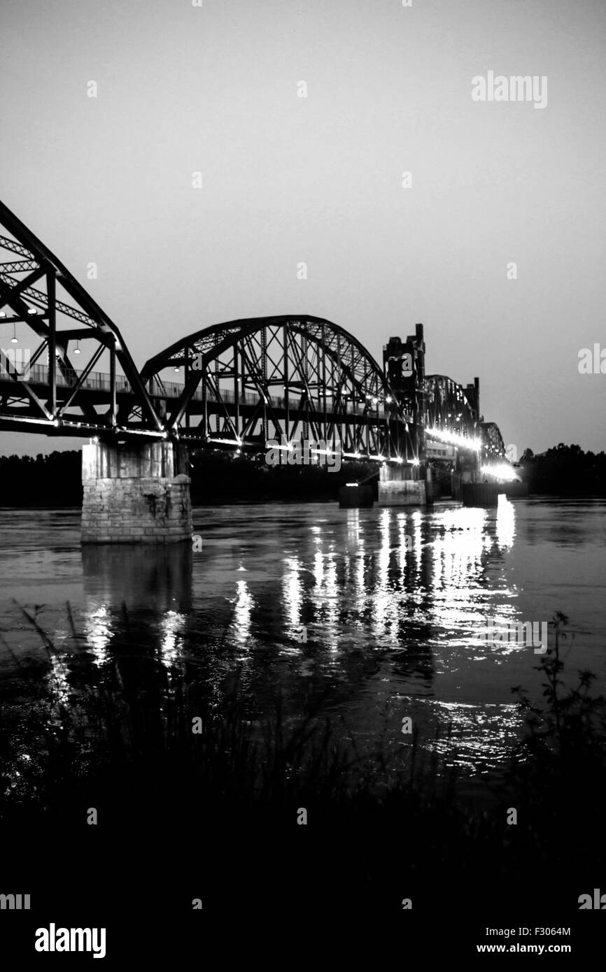 The 1899 Rock Island Railroad Bridge across the Arkansas River at night from North Little Rock - Stock Image