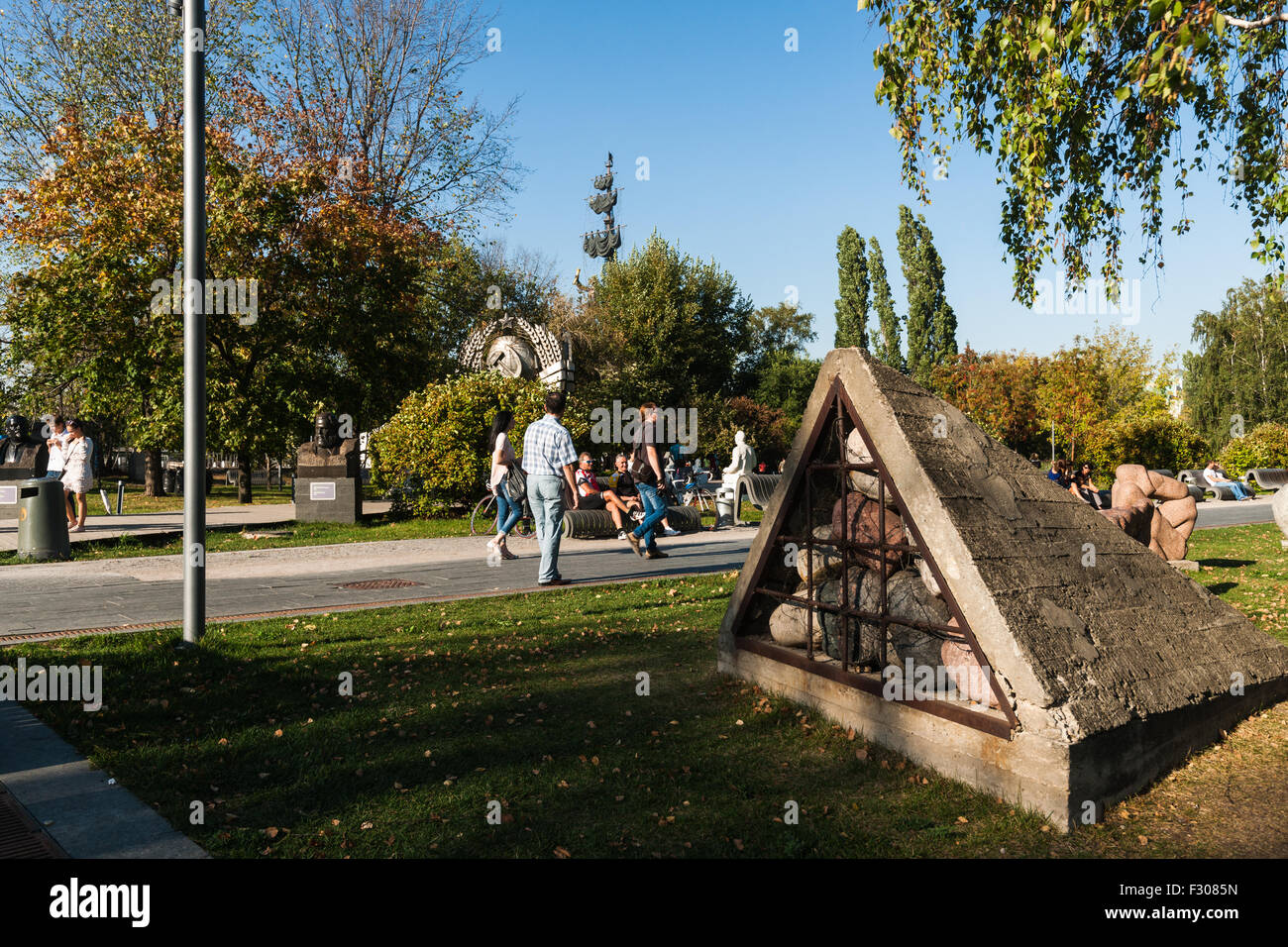 Moscow, Russia. Saturday, Sept. 26, 2015. Warm, soft, quiet and generally very comfortable weekend in Moscow, Russia. - Stock Image
