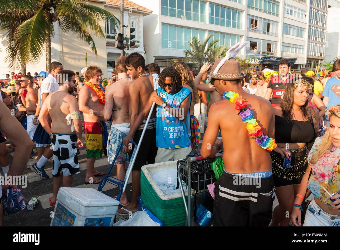 RIO DE JANEIRO, BRAZIL - FEBRUARY 07, 2015: Crowds of Brazilians celebrate at a carnival banda street party in Ipanema. - Stock Image