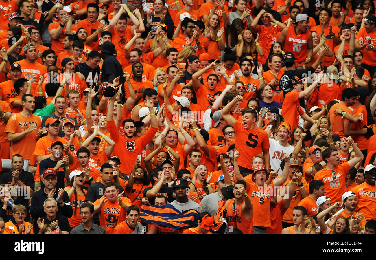 Syracuse, NY, USA. 26th Sep, 2015. Syracuse fans get involved as LSU defeated Syracuse 34-24 at the Carrier Dome - Stock Image