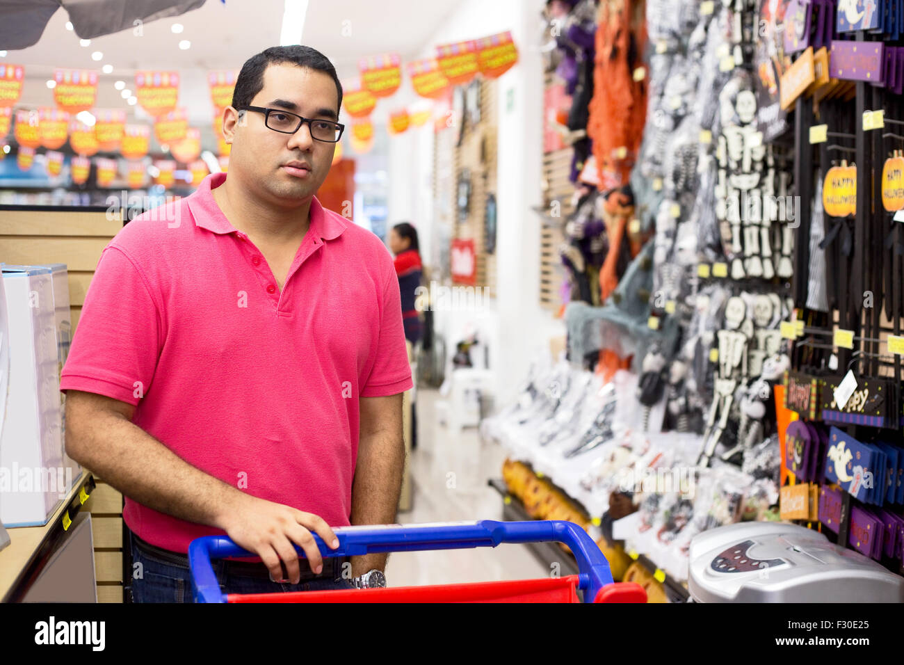 young man shopping at the supermarket - Stock Image
