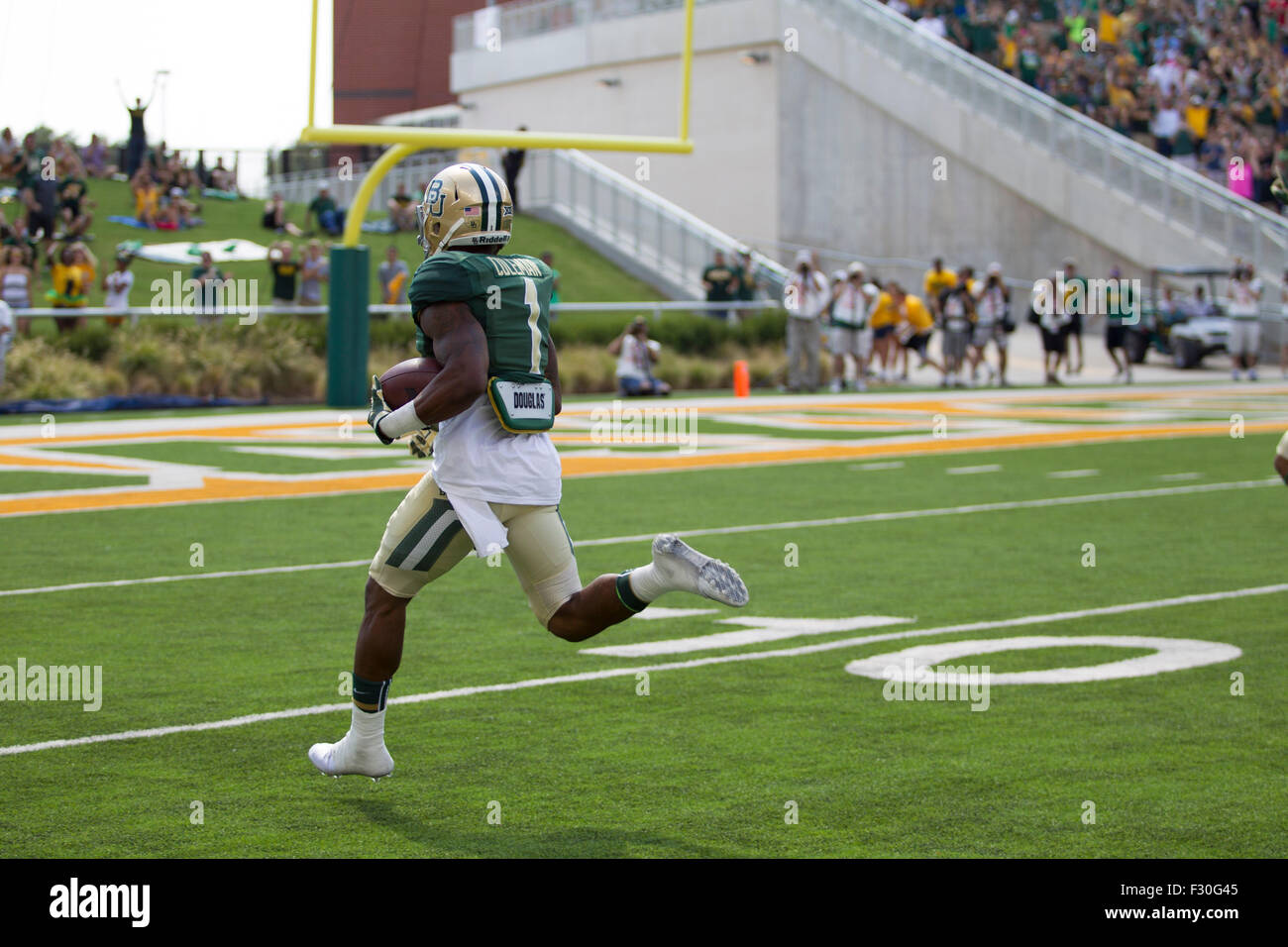 Waco, Texas, USA. 26th Sep, 2015. Baylor Bears wide receiver Corey Coleman (1) streaks down side lines for touchdown Stock Photo