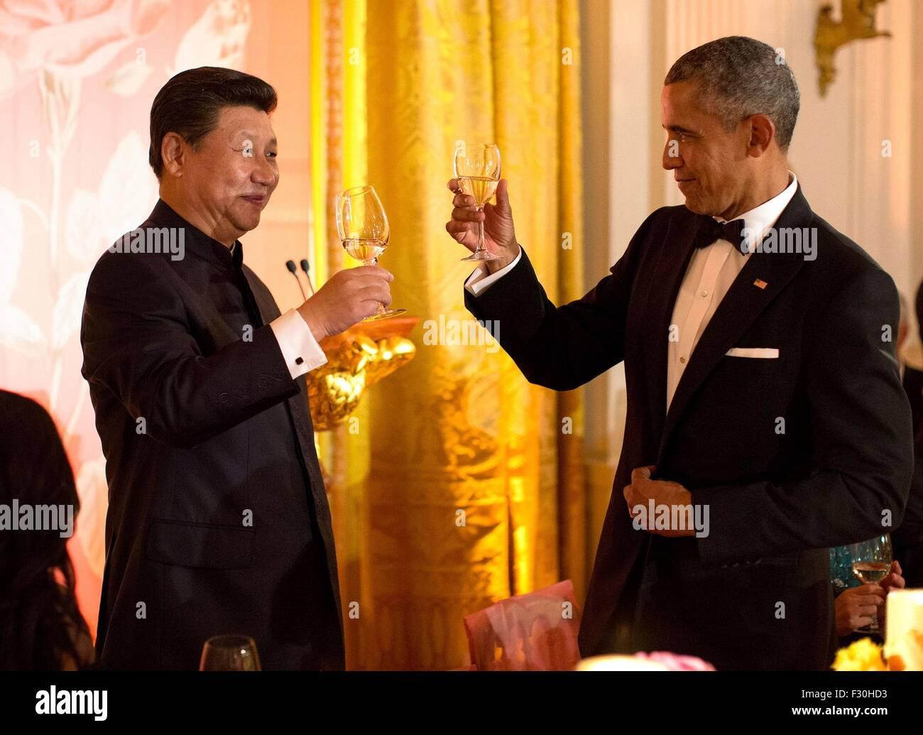Washington DC, US. 25th Sep, 2015. U.S. President Barack Obama toasts Chinese President Xi Jinping during the State - Stock Image