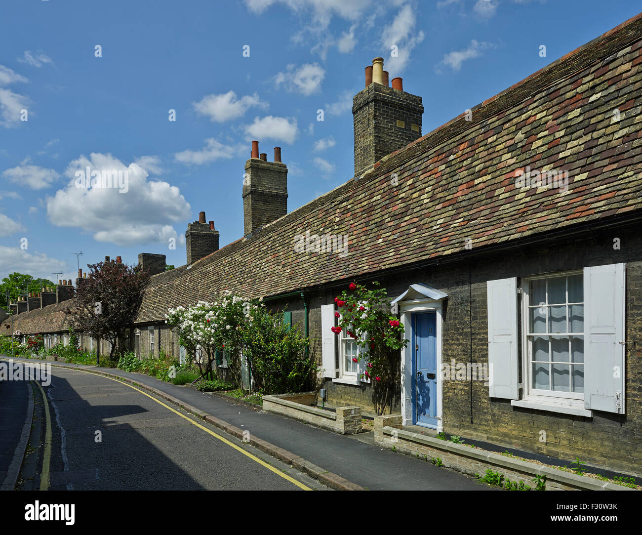 Cambridge, Orchard Street, c. 1825 curving terrace of cottages with deep mansard storey of hanging tiles. - Stock Image