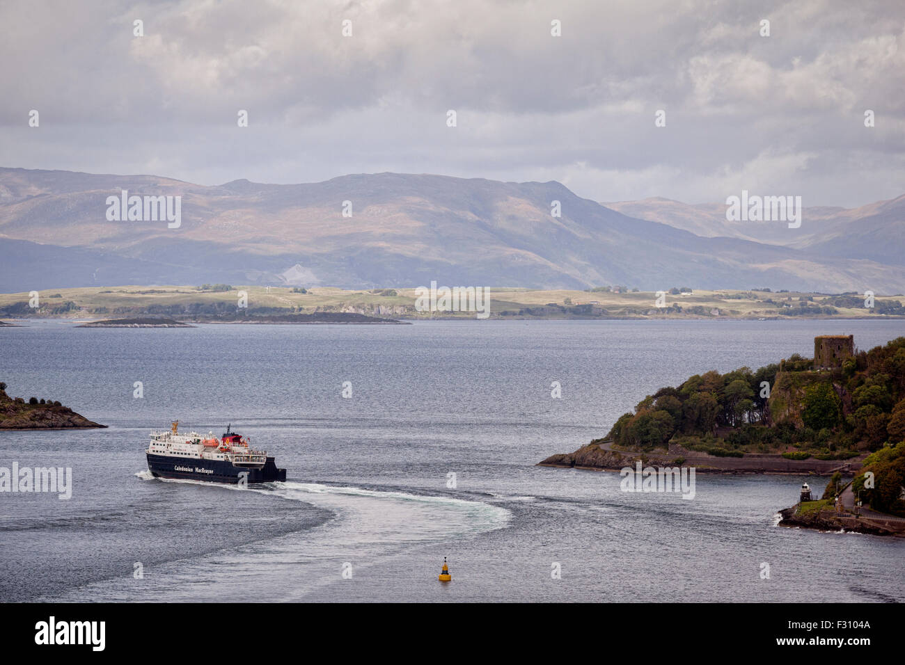 The Caledonian MacBrayne ferry 'Clansman' passes Dunollie Castle as it leaves Oban harbour. Stock Photo