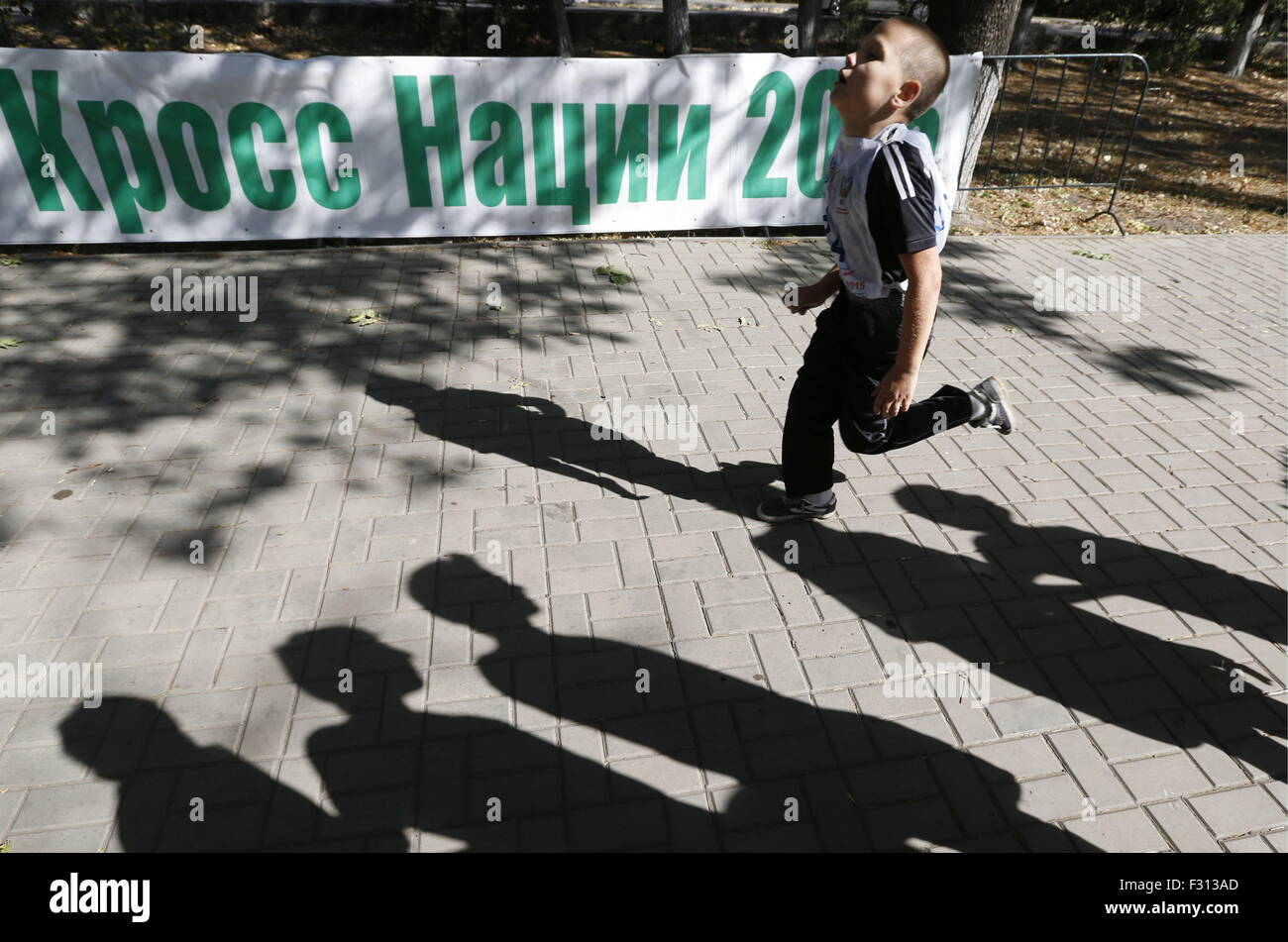 ROSTOV-ON-DON, RUSSIA. SEPTEMBER 27, 2015. A participant in the 2015 Cross of the Nation event. Valery Matytsin/TASS - Stock Image