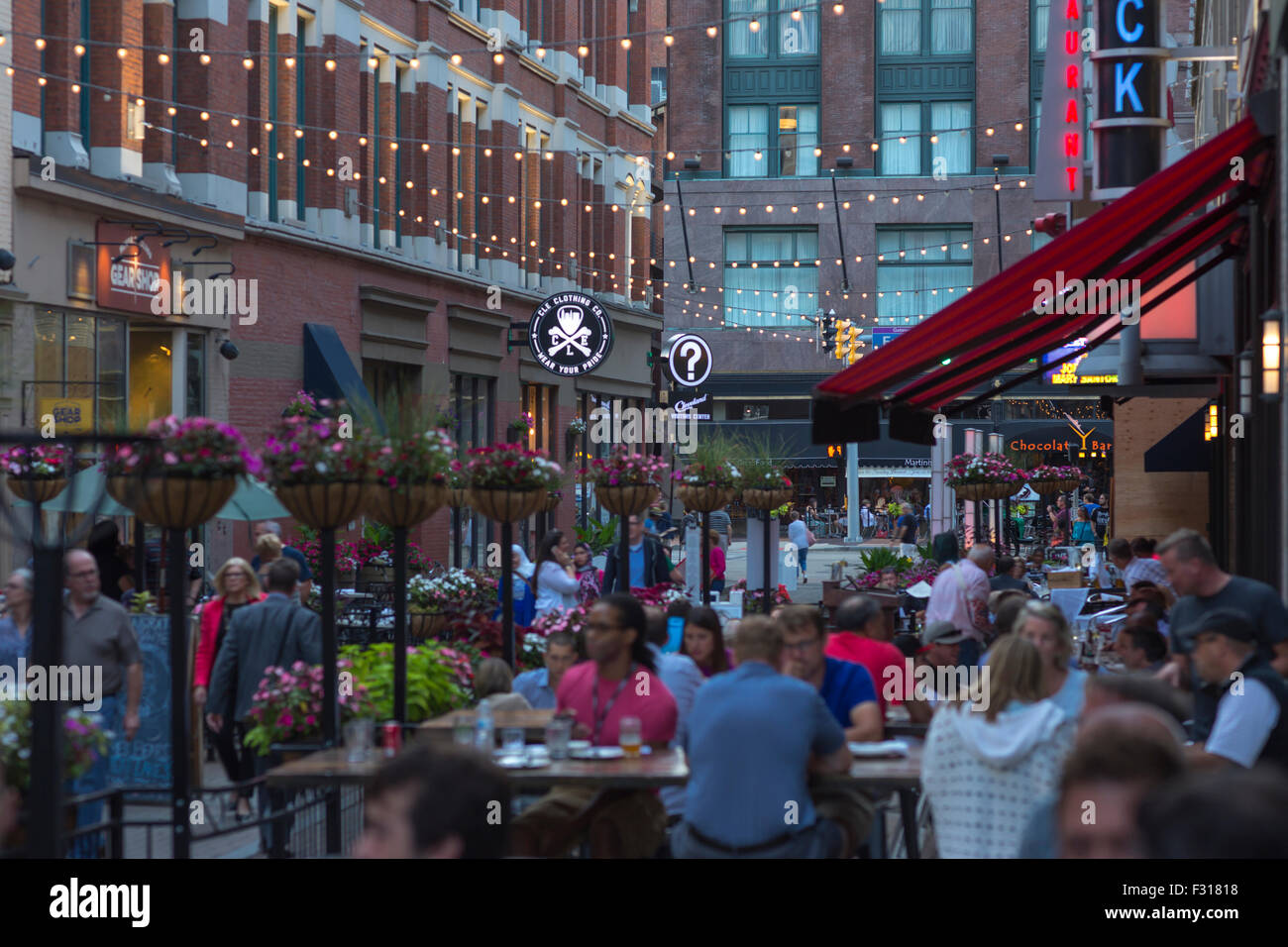 OUTDOOR RESTAURANTS EAST FOURTH STREET DOWNTOWN CLEVELAND OHIO USA - Stock Image