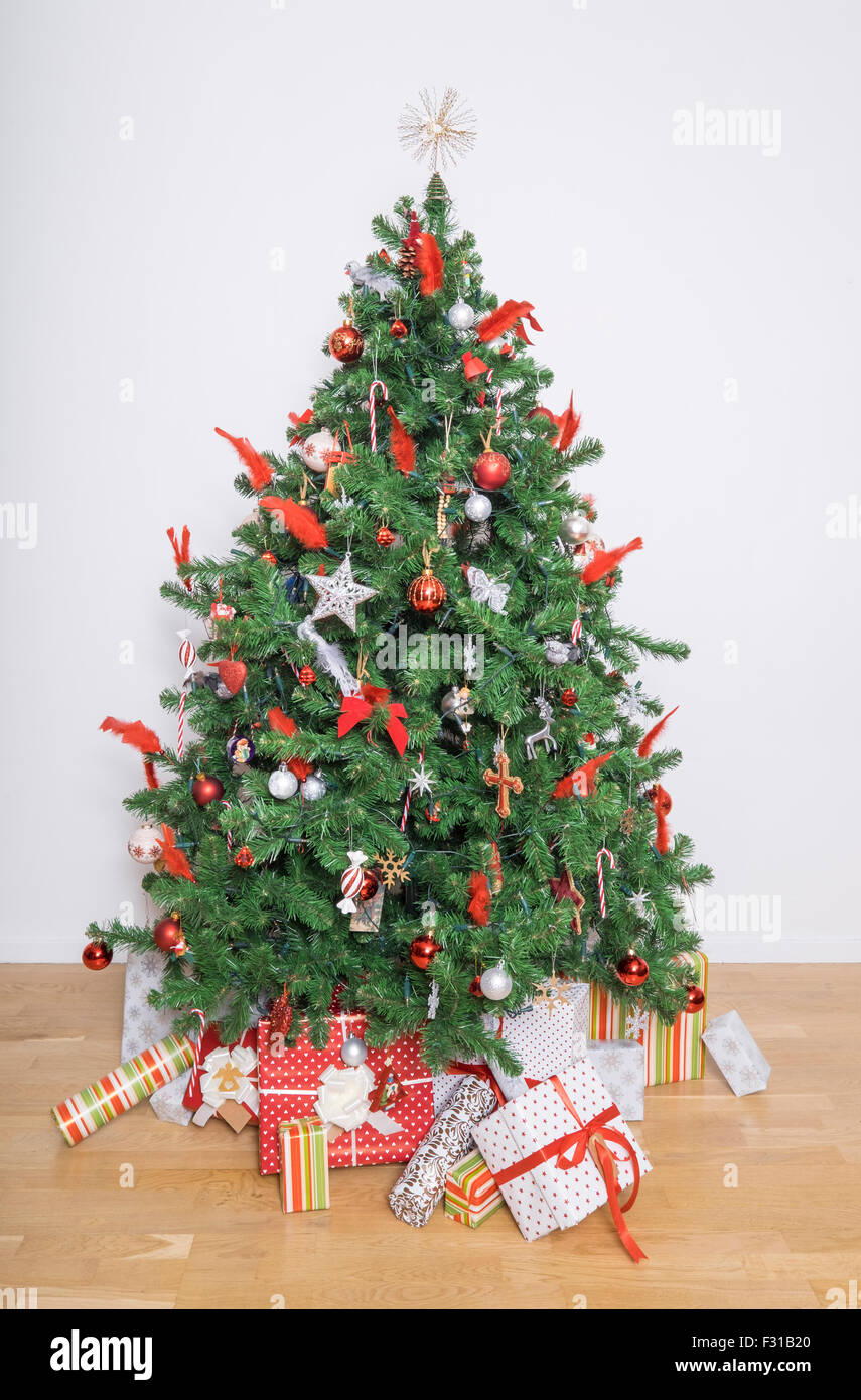 Beautiful christmas tree in a living room - Stock Image