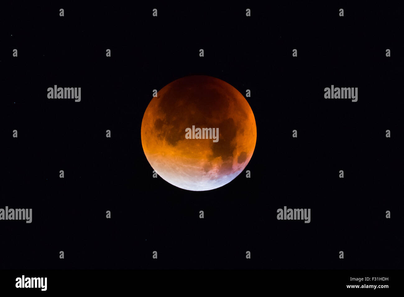 Didcot, UK. 27th Sep, 2015. A rare occurance of Supermoon & Lunar Eclipse called the Blood moon, Part of a Lunar - Stock Image