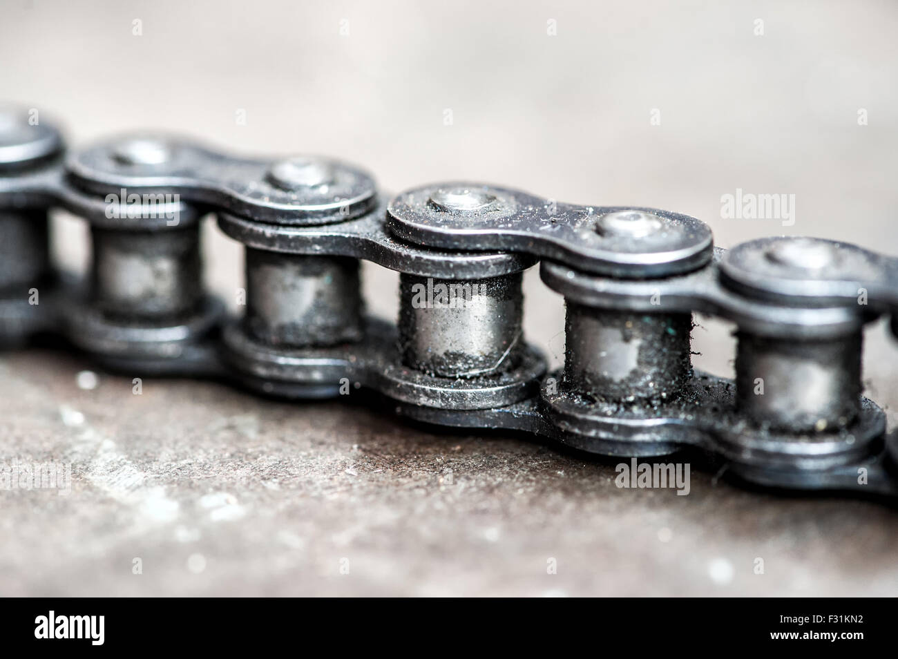 Grungy dirty chain detail of the links of an industrial chain - Stock Image