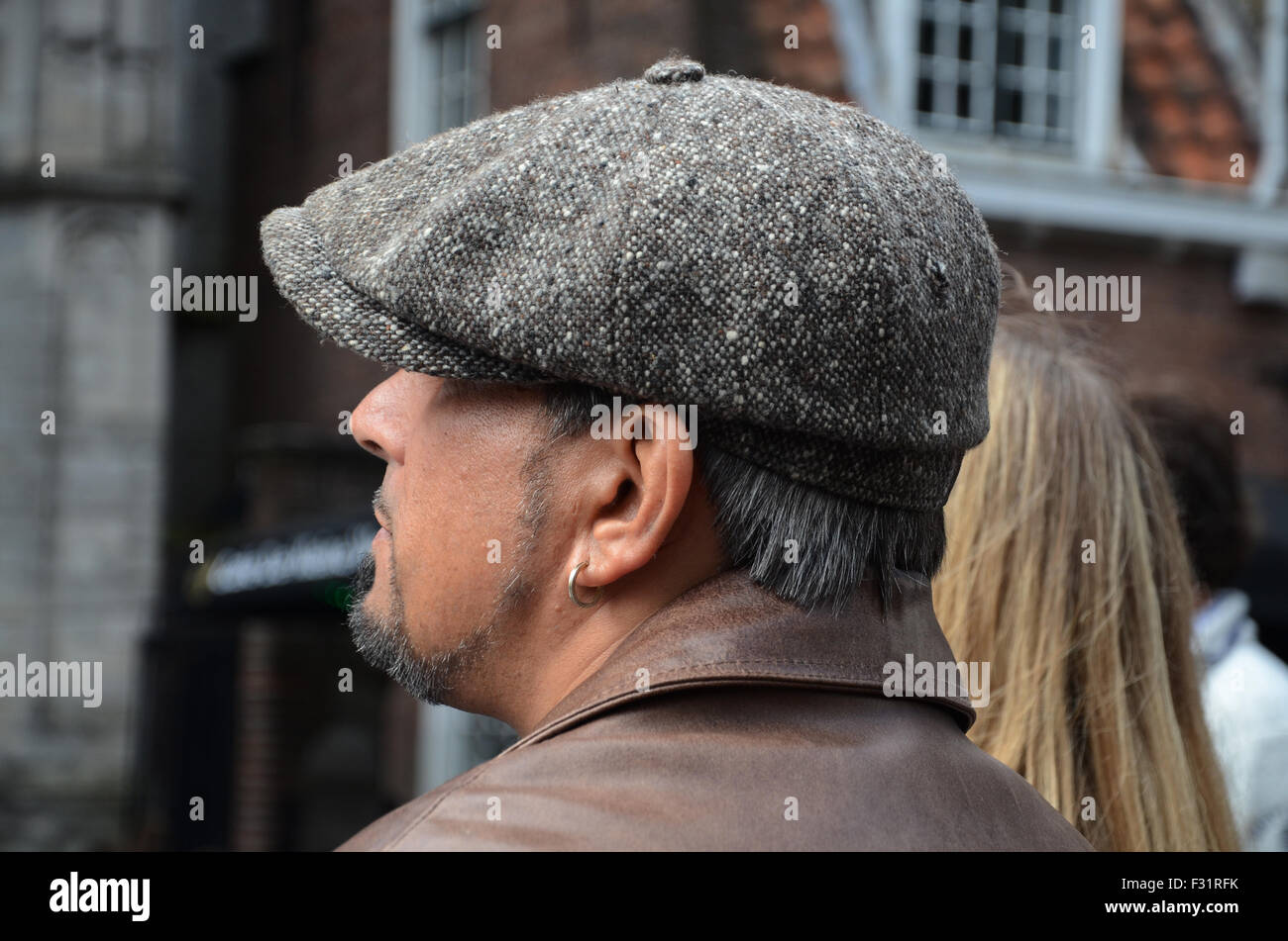 man wearing 8-panel newsboy cap (Stetson Donegal Stock Photo ... 3be12793e35