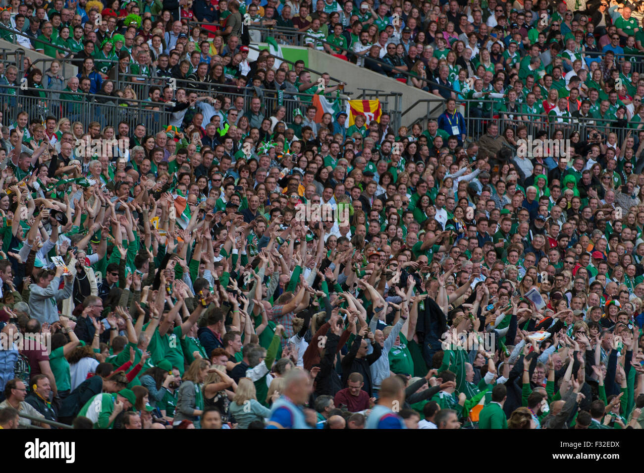 Wembley Stadium, London, UK. 27th September, 2015. Capacity crowd Mexican wave, Ireland v Romania Rugby World Cup - Stock Image