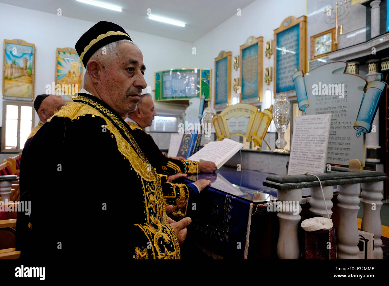 Central Asian Jews of the khanate of Bukhara in traditional garment praying inside the Bukhara Synagogue in the - Stock Image
