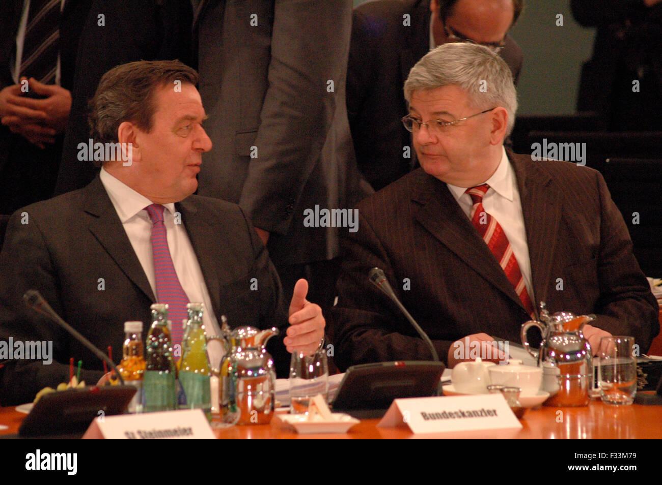 Bundeskanzler Gerhard Schroeder, Aussenminister Joschka Fischer - Treffen des Bundeskanzlers und Mitgliedern der - Stock Image