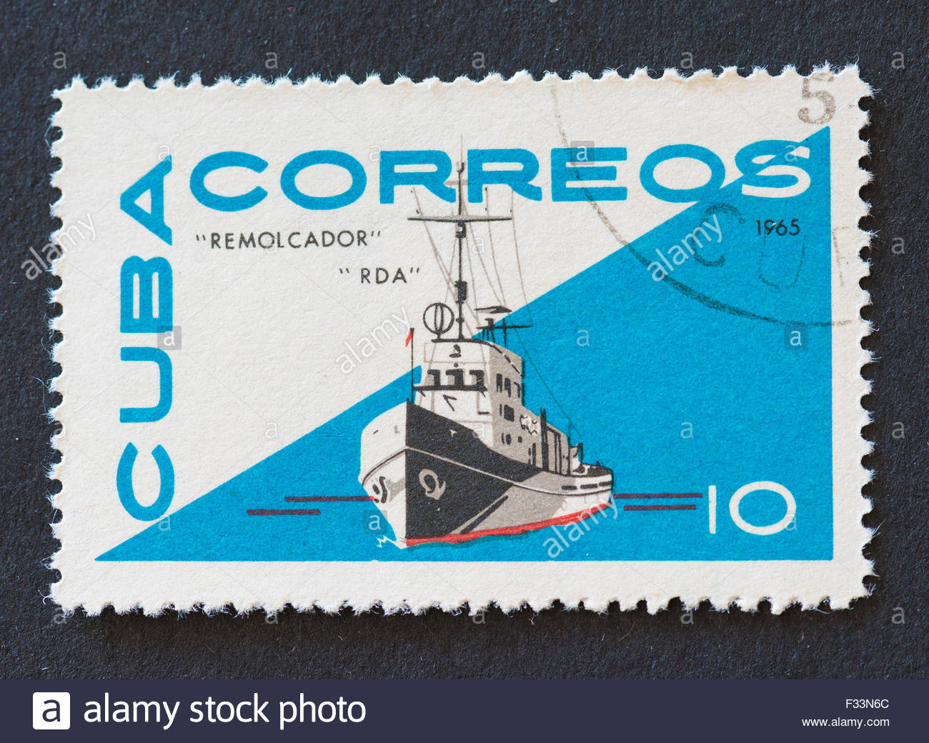 Cuban 1965 stamp from the 'Remolcador' series depicting the tugboat 'RDA'. - Stock Image