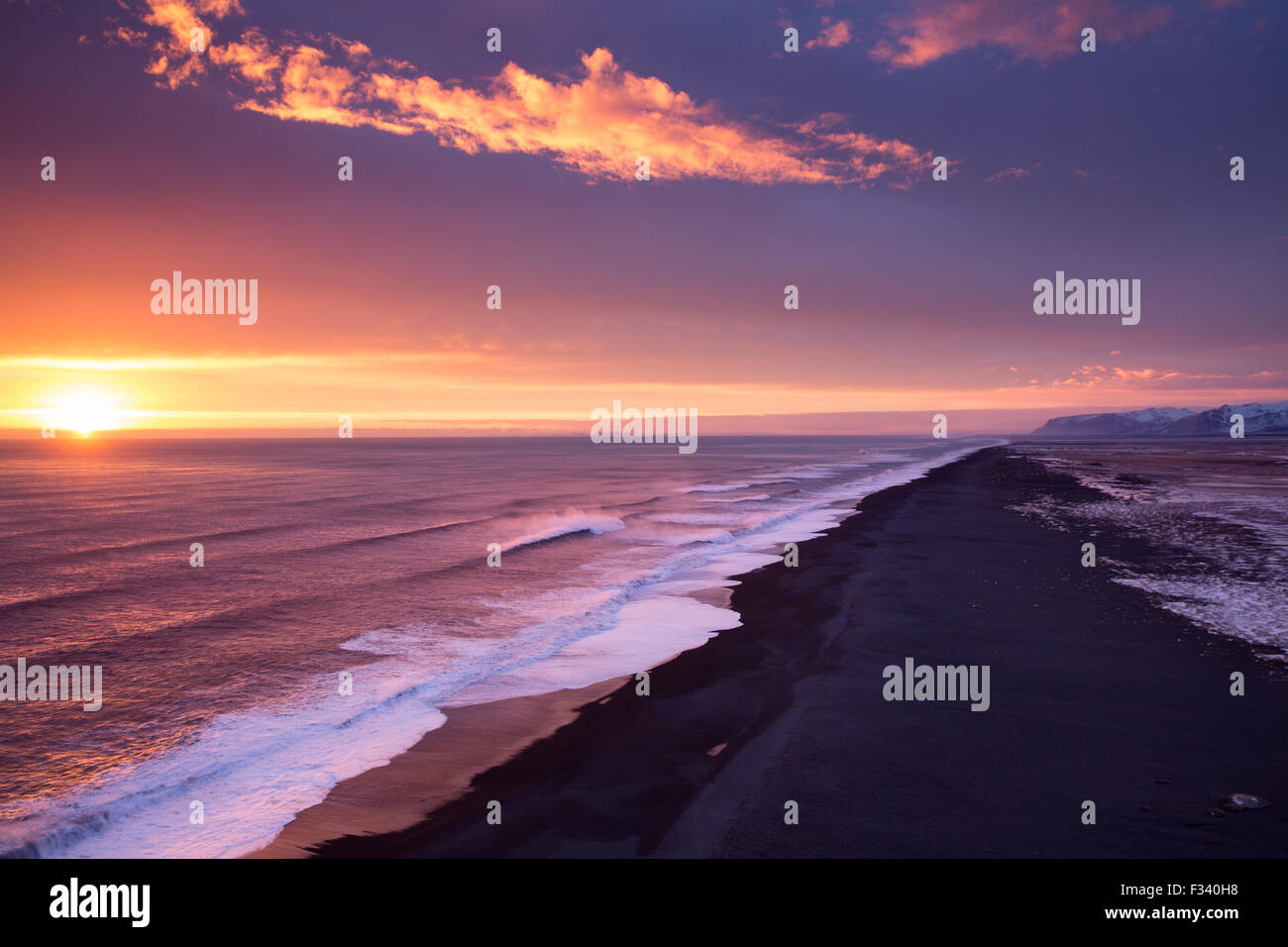 the beach looking west from Dyrhólaey at dusk, Iceland - Stock Image