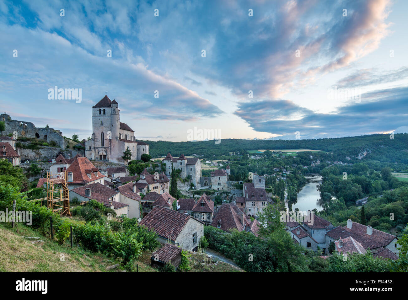 St Cirque Lapopie at dawn, Lot Valley, Quercy, France - Stock Image