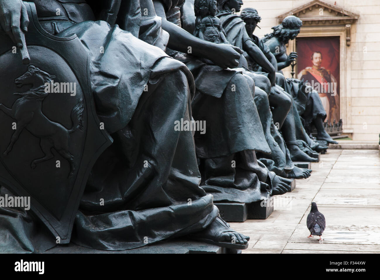 statues and pigeon outside the Musée d'Orsay, Paris, France - Stock Image