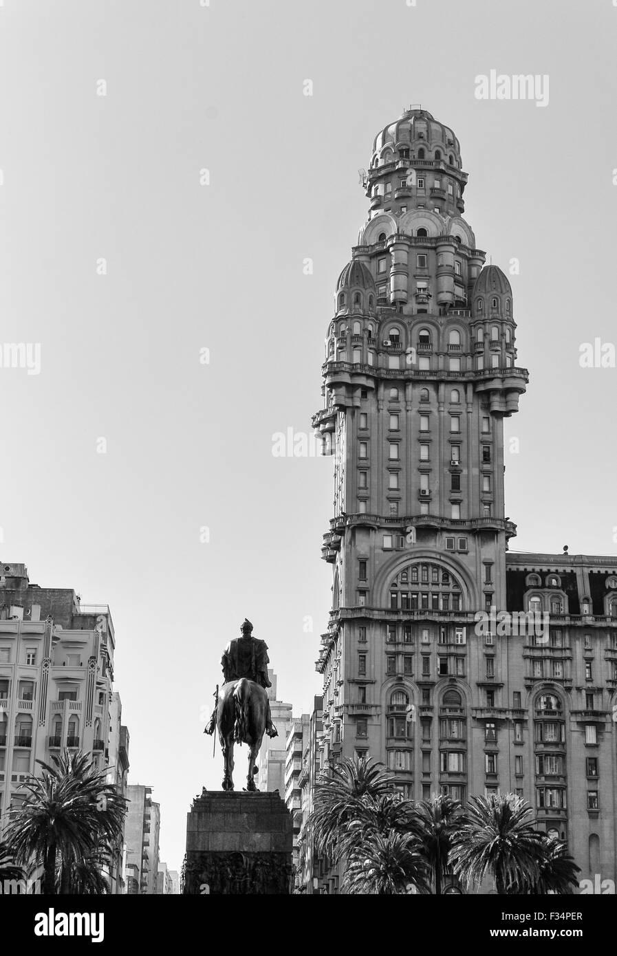 Montevideo Plaza de la Independencia with national hero Artigas statue - Stock Image