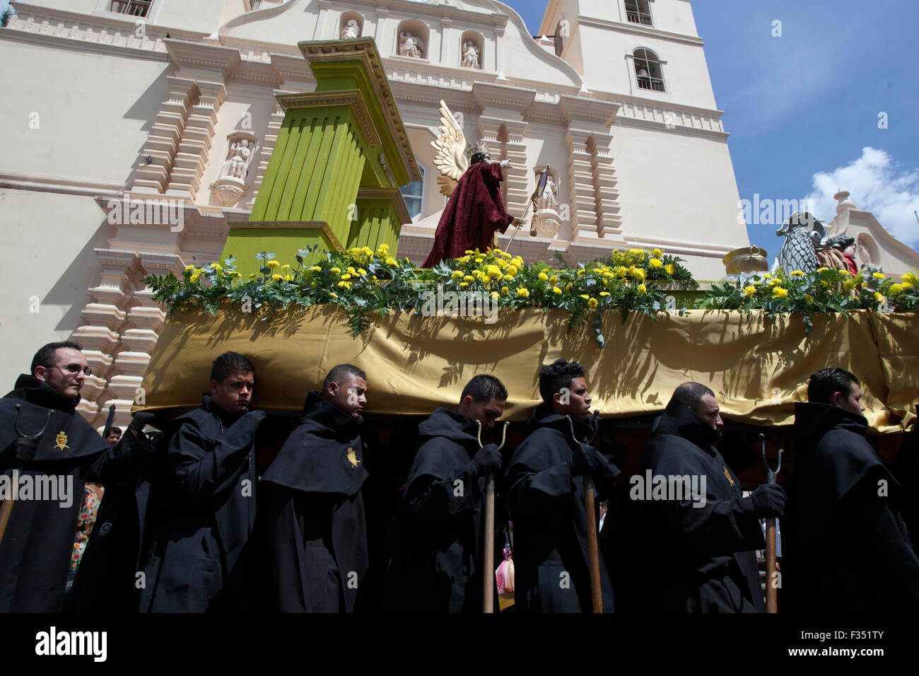 Tegucigalpa, Honduras. 29th Sep, 2015. Residents take part in the presentation of an effigy of St. Michael the Archangel - Stock Image