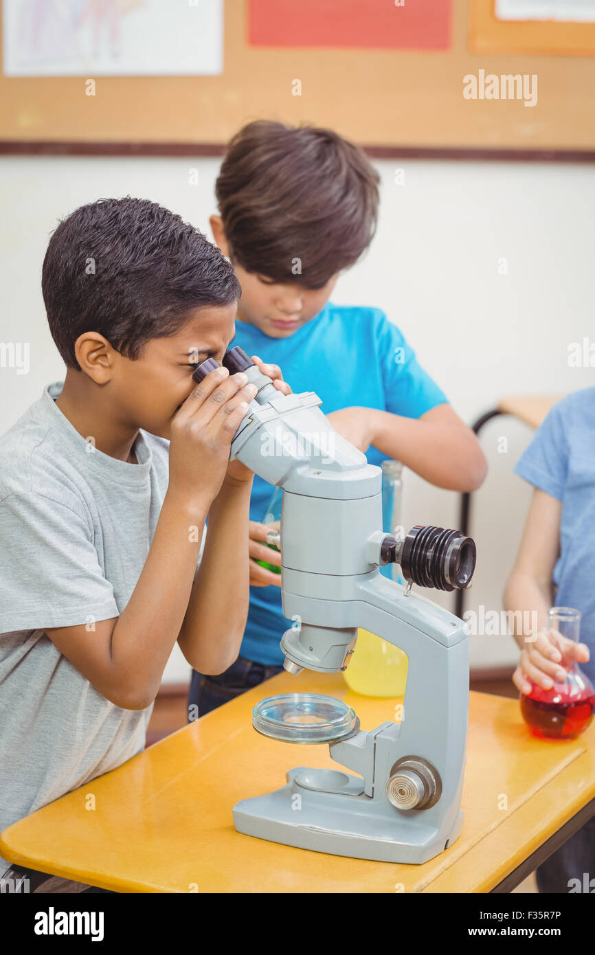 Pupils at science lesson in classroom - Stock Image