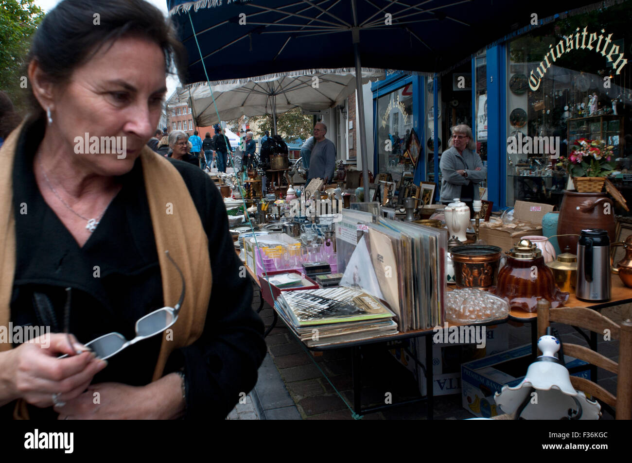 Bruges Antiques and Flea Market – Twice weekly flea market beside the Dijver canal, Bruges, Belgium. A shopaholic's - Stock Image
