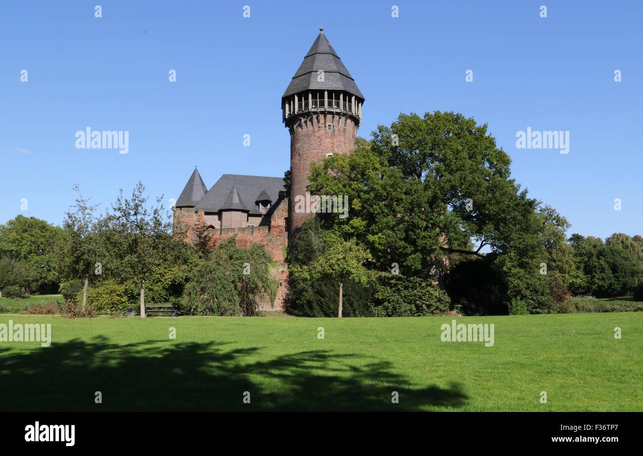 Burg Linn, Krefeld-Linn, Germany. 30th September 2015. From the south, the medieval moated Linn Castle in the Autumn - Stock Image