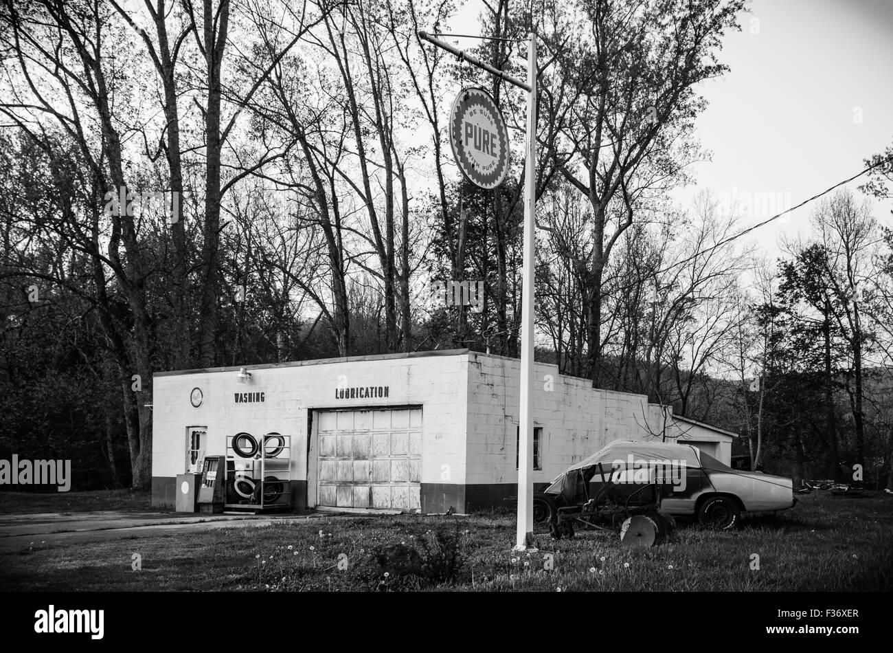Old Car Repair Shop in Cosby, Tennessee Stock Photo: 88048319 - Alamy