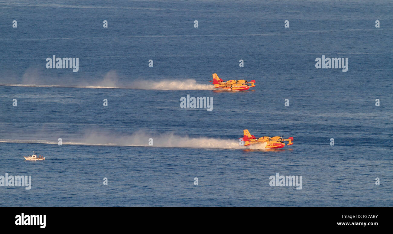 Firefighting aircraft Canadair CL 415, French Sécurité Civile, filling with seawater to extinguish forest - Stock Image