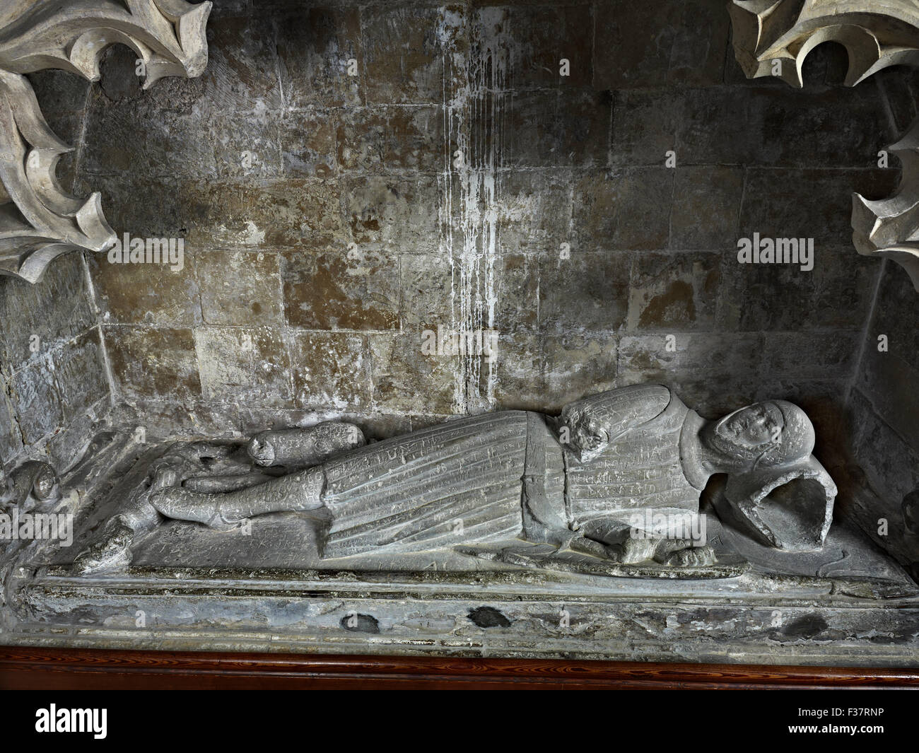 Minster in Sheppey, St Mary and St Sexburga, Kent. Effigy of Sir Robert de Shurland, about 1325, lying down, with - Stock Image