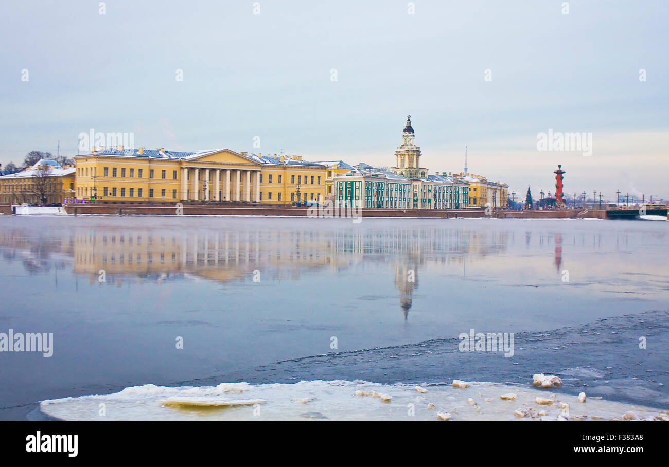St. Petersburg, Russia, University quay of river Neva in winter, Academy of science, 1783-1789, and Museum of Anthropology - Stock Image