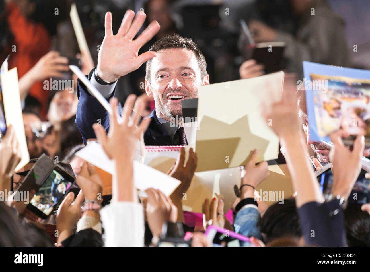 Tokyo, Japan. 1st October, 2015. Australian actor Hugh Jackman greets fans during the Japanese premiere for the - Stock Image