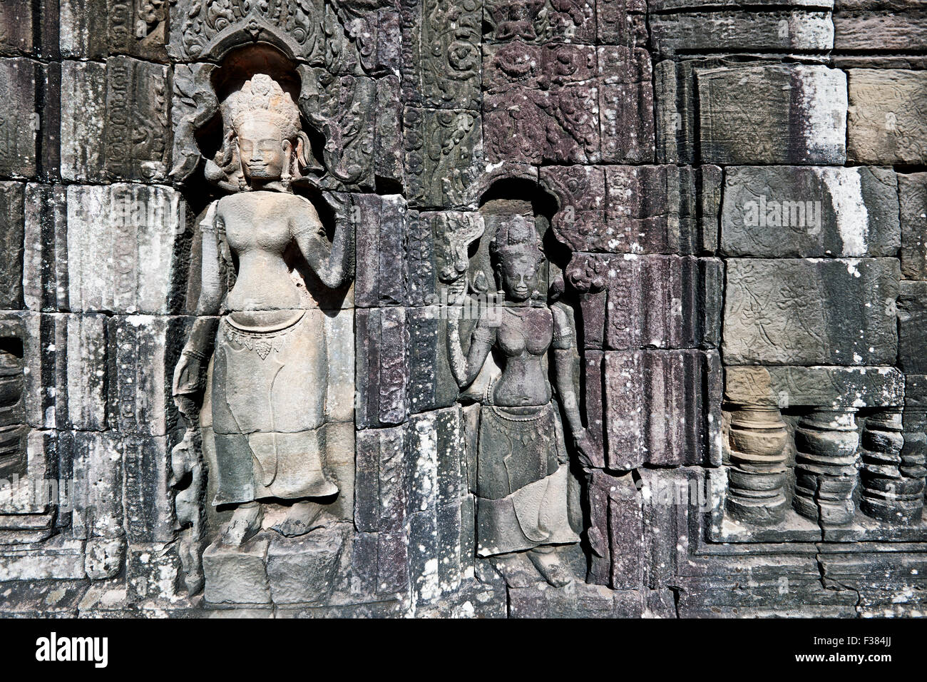 Stone carving on wall in Banteay Kdei temple. Angkor Archaeological Park, Siem Reap Province, Cambodia. - Stock Image