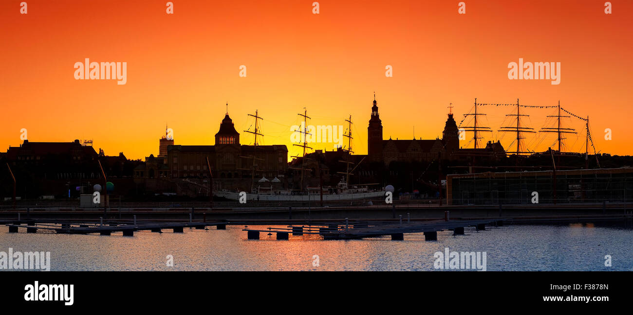 Silhouette of Szczecin (Stettin) City waterfront after sunset, Poland. - Stock Image