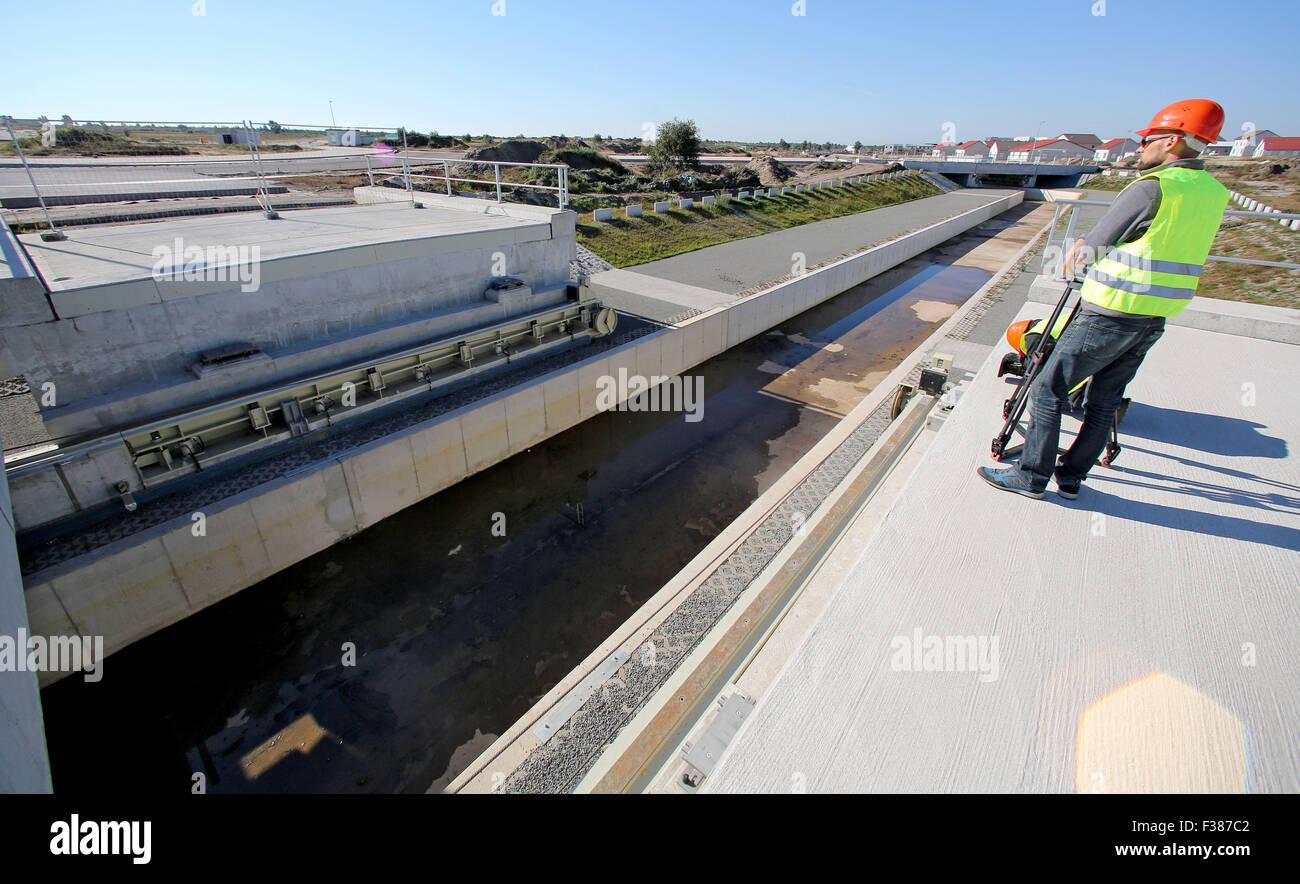 Blick auf den künstlichen Fluss 'Eiser' mit seinen verschiebbaren Brücken, aufgenommen am 01.10.2015 - Stock Image