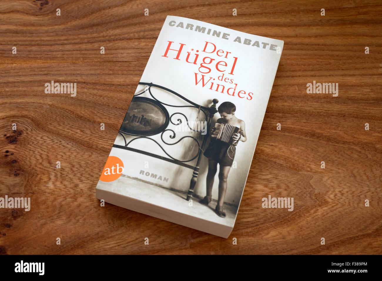 Carmine Abate Der Hugel des Windes paperback book Stock Photo