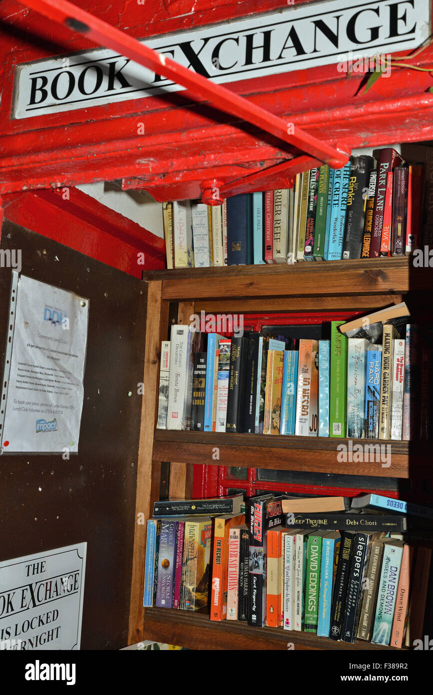 telephone booth used as book Exchange in UK - Stock Image