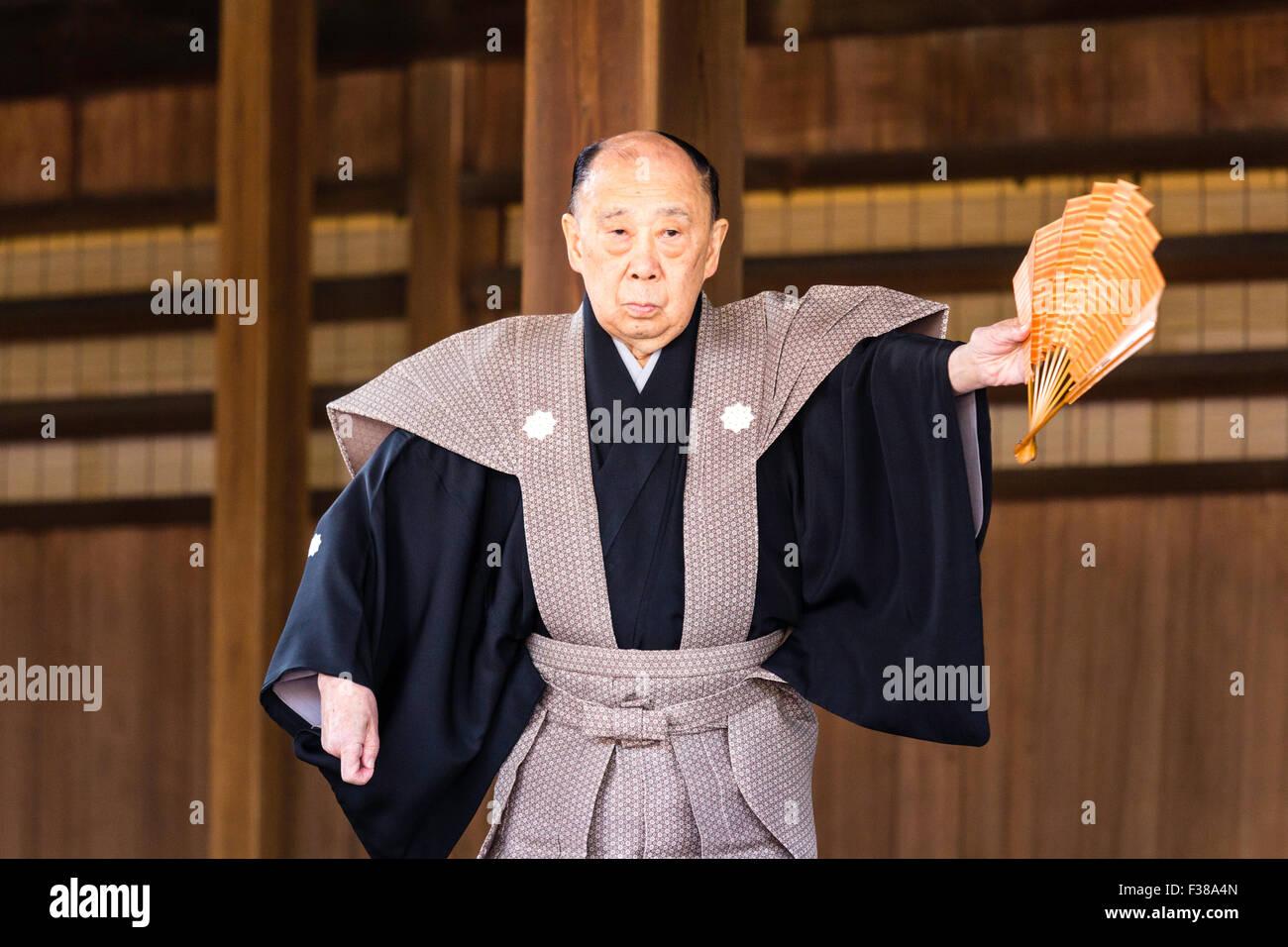 Yasaka Shrine, Japanese famous Noh actor, Katayama Yusetsu, performing Kyogen comedy dance, with fan, on Noh stage - Stock Image
