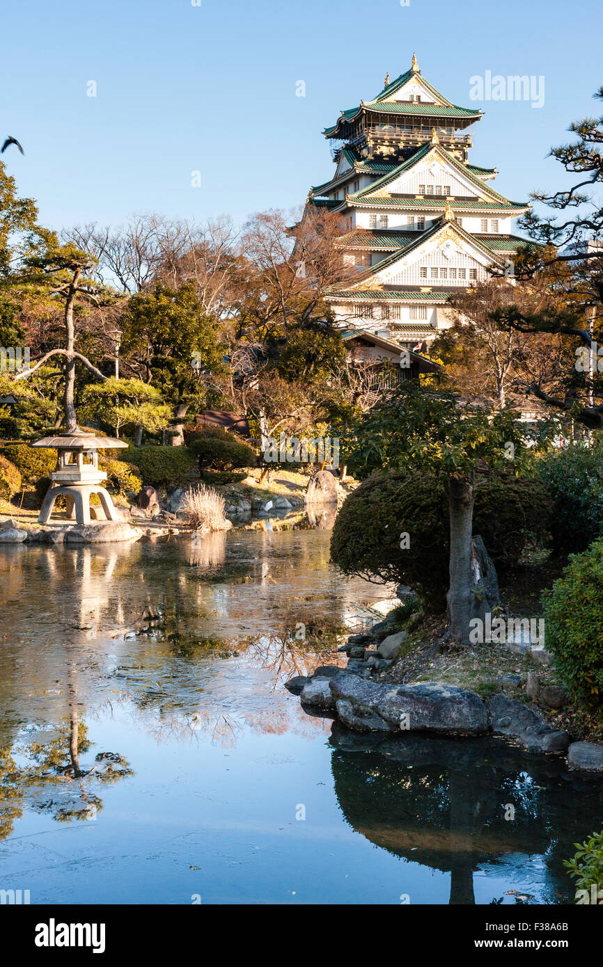 Japan, Osaka castle, main keep, tenshu and Nishinomaru Garden, early morning