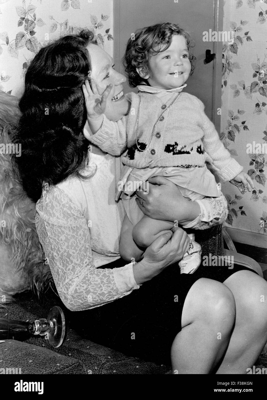 HERMAN HERMITS  UK pop group. A youthful Peter Noone with his mother - Stock Image