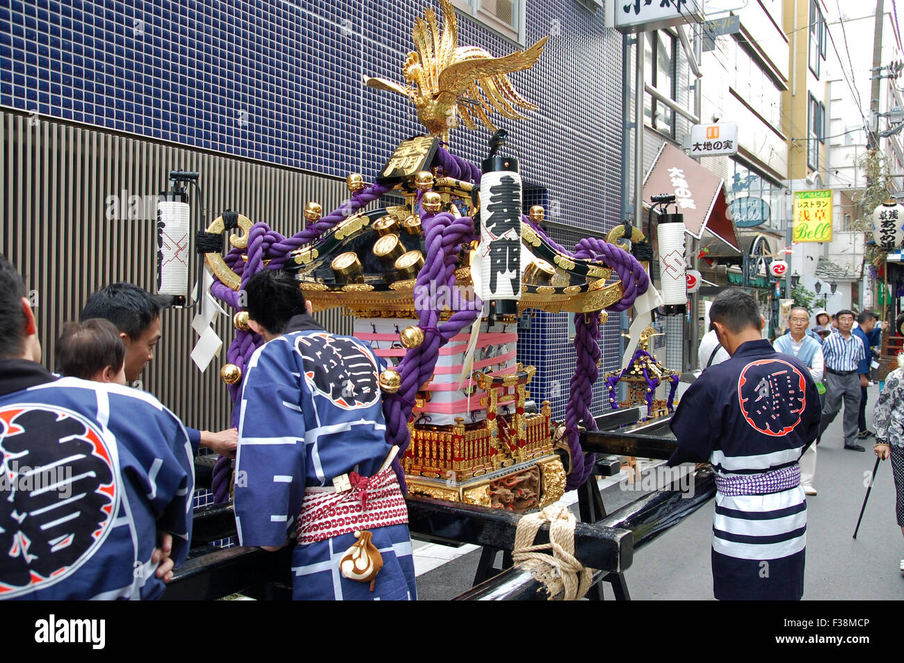 Mikoshi and bearers during the Sanja Matsuri Festival in the Asakusa Ward of Tokyo, Japan. - Stock Image