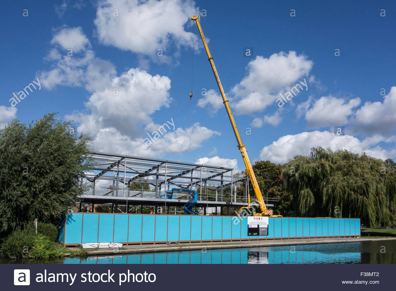 A crane being used in the construction of a new Combined Colleges boathouse on the River Cam - Stock Image