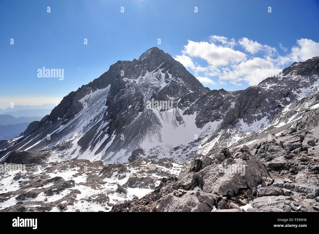 Yulong Snow Mountain in Yunnan, China Stock Photo