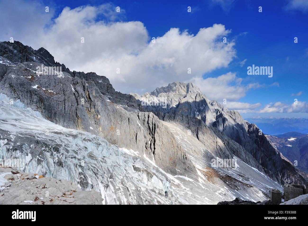 Yulong Snow Mountain in Yunnan, China Stock Photo