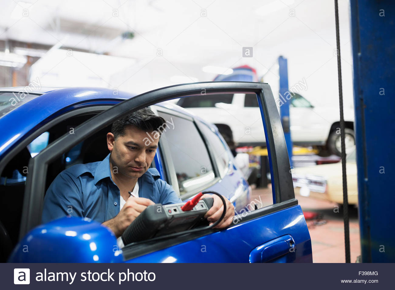 Mechanic diagnostic testing car in auto repair shop Stock Photo