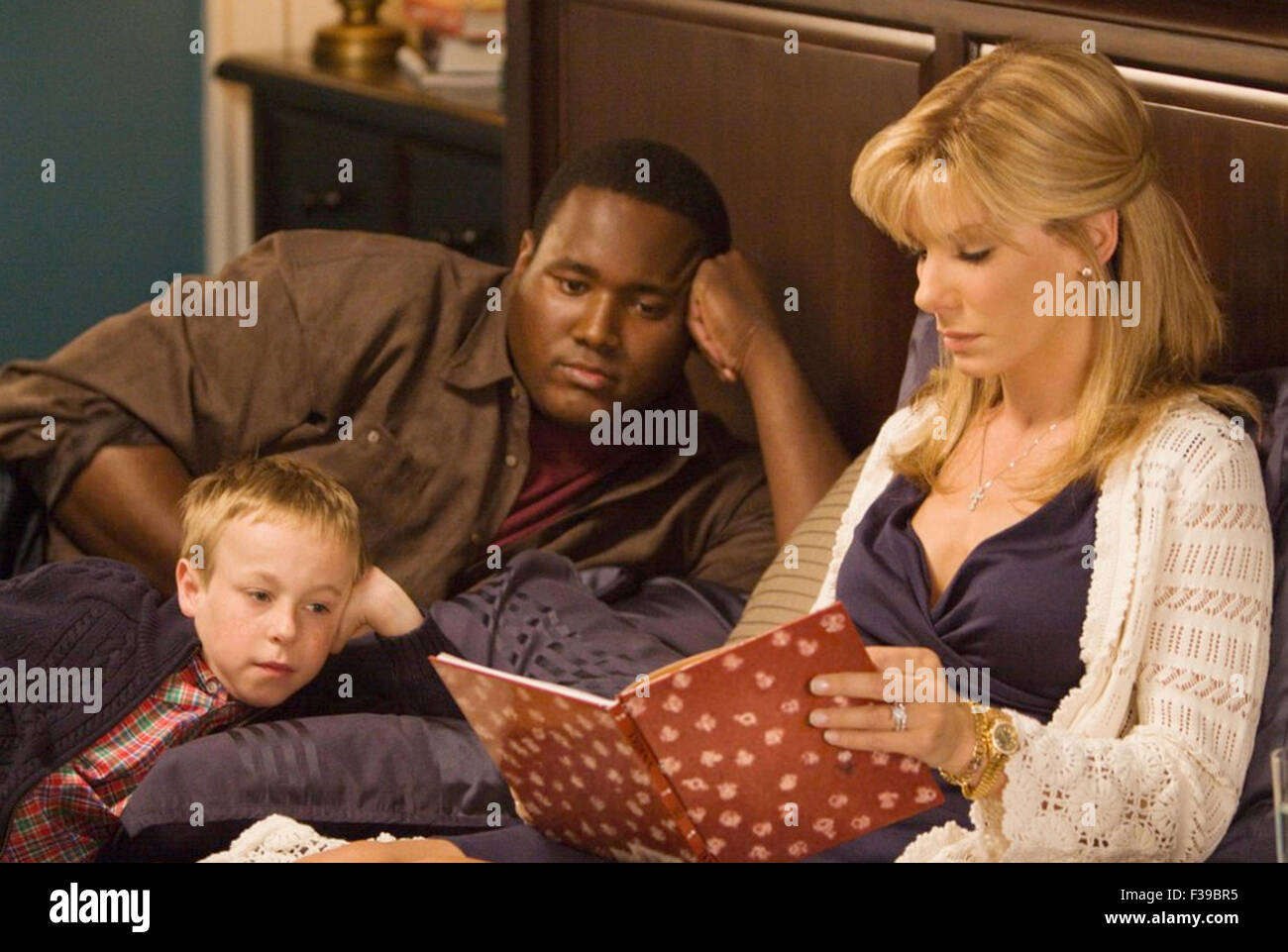 THE BLIND SIDE 2009  Alcon Entertainment film with from left Jae Head, Quinton Aaron, Sandra Bullock - Stock Image